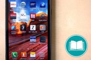 Smartphone, auf dessen Bildschirm sich verschiedene Icons von Apps befinden