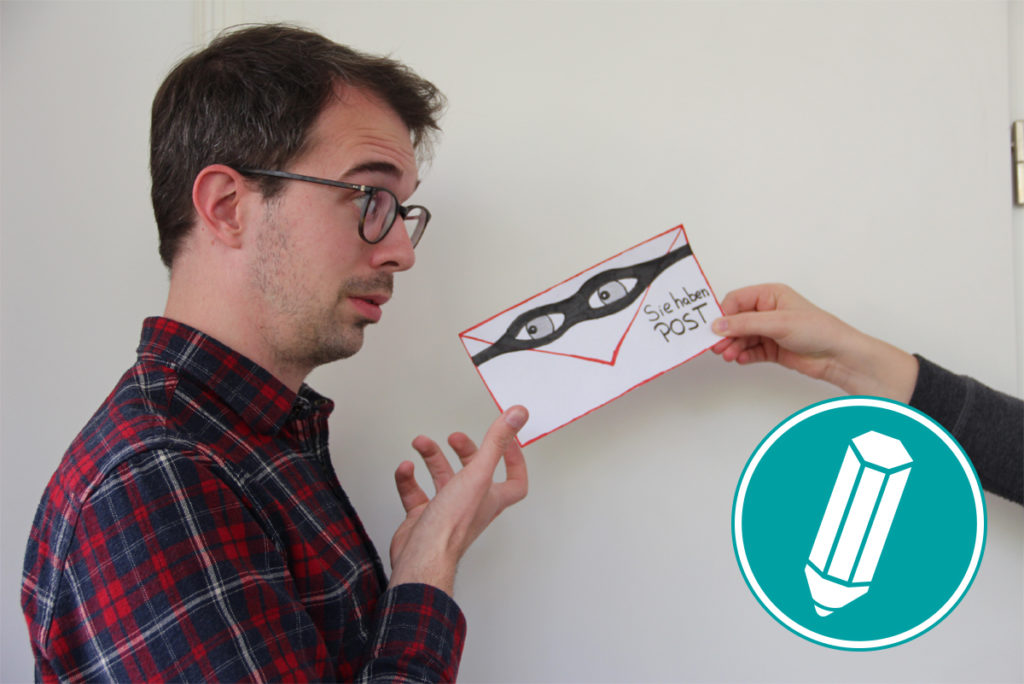 Ein Mann bekommt einen verdächtig aussehenden Brief gereicht.