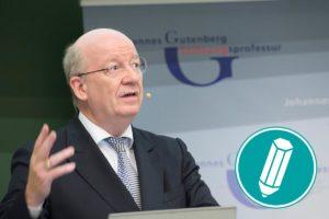 Wolfgang Wahlster bei einem Vortrag.