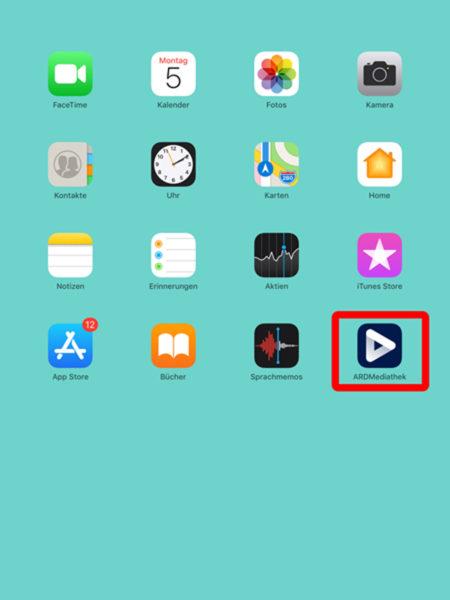 Das Bild zeigt den Bildschirm eines iPads. Dort ist die ARD-Audiothek rot markiert.