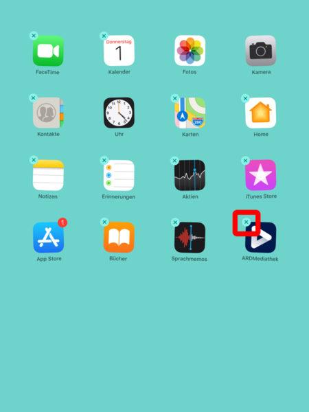 Jetzt sieht man, dass alle Apps wackeln. Oben links an den Apps erschein ein Kreuz.