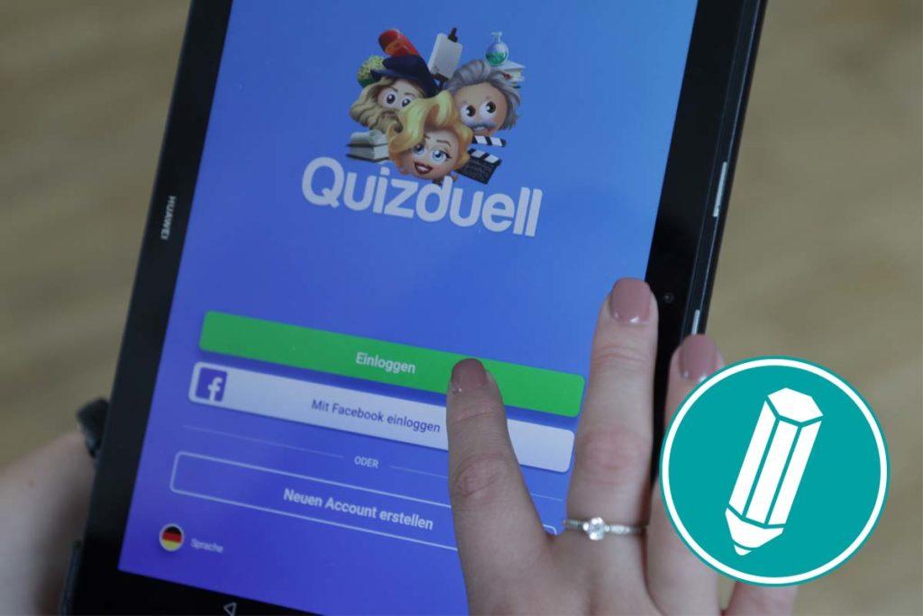 """Finger tippen auf die App """"Quizduell"""""""