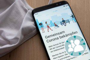 Smartphone Display mit dem Text: Gemeinsam Corona bekämpfen